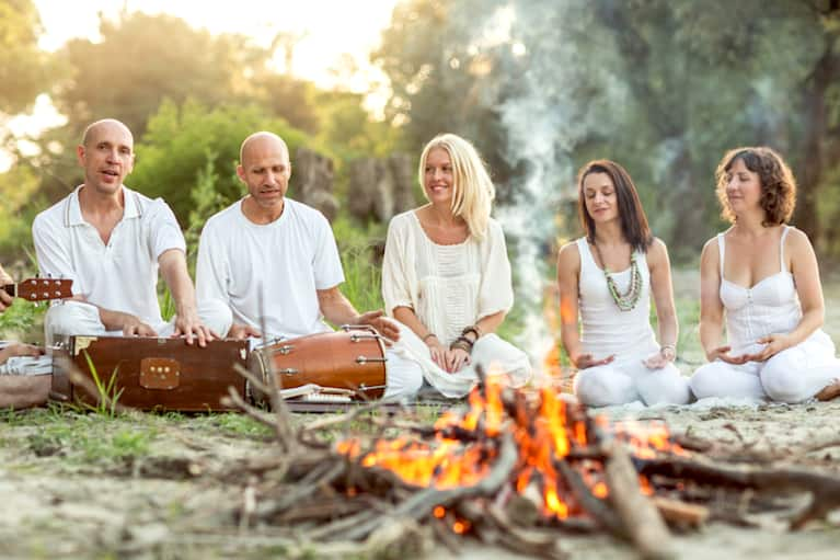 5 Ways Kirtan Will Heal Your Heart Chakra (And Make You Much Happier)