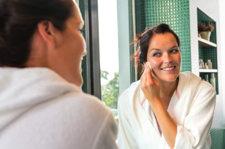 5 Holistic Ways To Treat Acne
