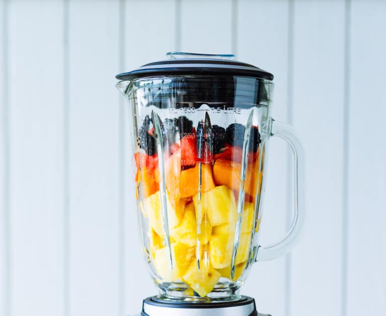A Ridiculously Refreshing Summer Smoothie For Glowing Skin