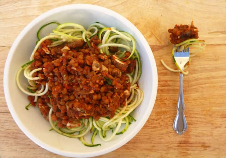 "A Tasty 5-Minute Vegan ""Spaghetti Bolognese"""