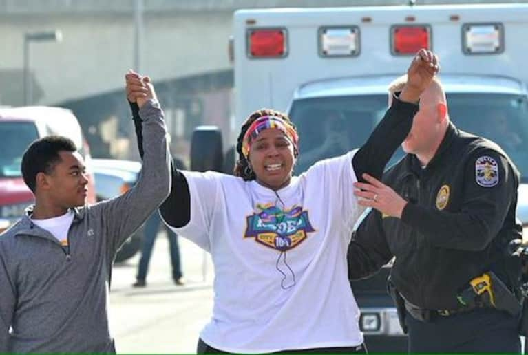 Heartwarming Photographs Of A Police Officer Helping A Runner Finish 10K Race