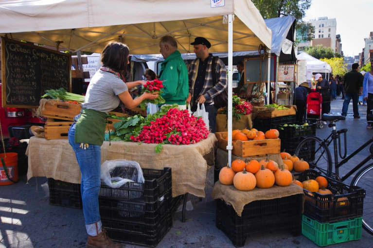 7 Tips To Shop Like A Boss At Your Local Farmers' Market