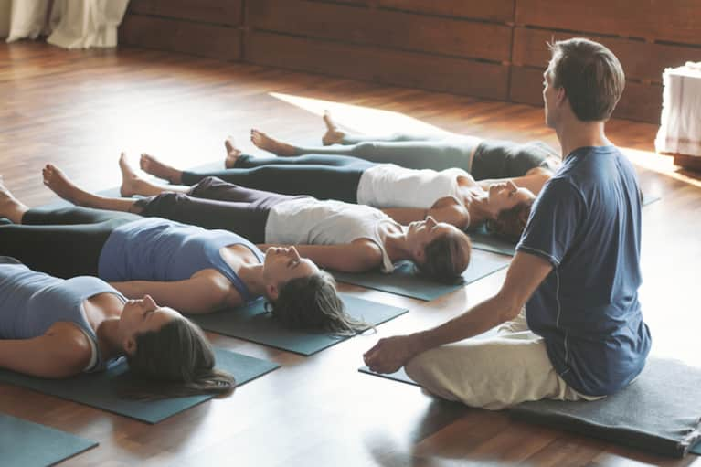 6 Reasons To Practice Yoga At A Studio (Instead Of With A Laptop)