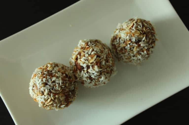 Darn Good Date Balls (Raw, Vegan, And Gluten Free Recipe)