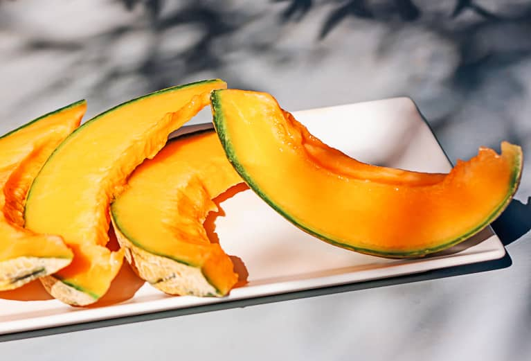 Honeydew vs. Cantaloupe: Which Melon Is Healthier? RDs Give The Juice