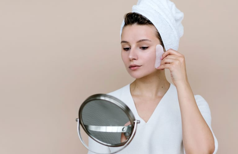 I'm An Eastern Medicine Expert & Here's My Gua Sha Routine For Lifted Eyes