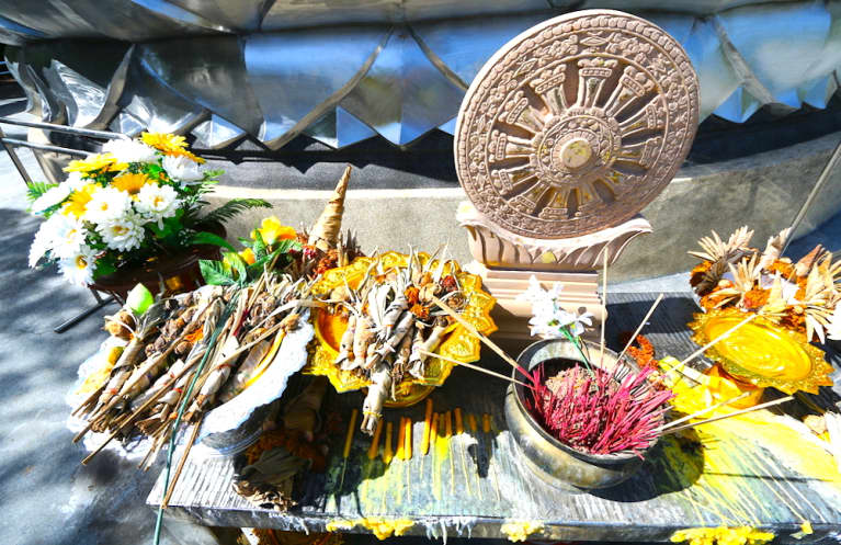 How To Build An Altar To Manifest Your Dreams