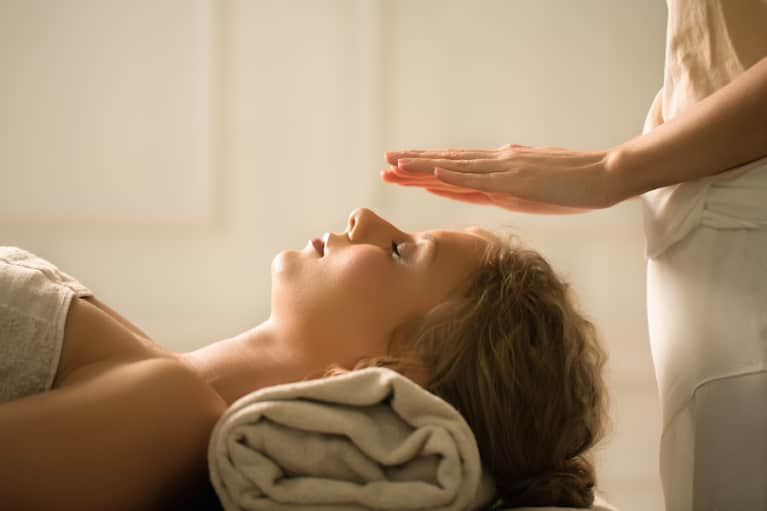 Reiki: What It Is + Why You Should Consider Adding It To Your Routine