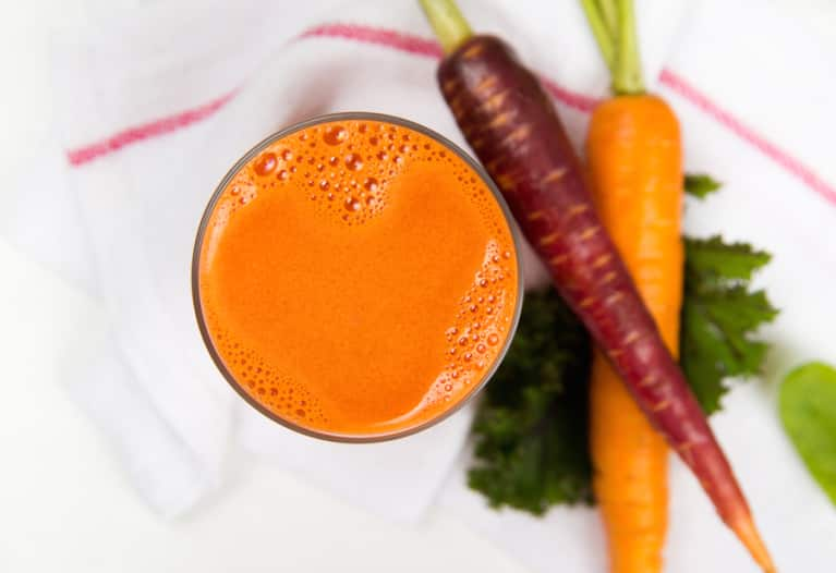 A Superfood Carrot-Ginger Juice For Healthy Skin & Eyes