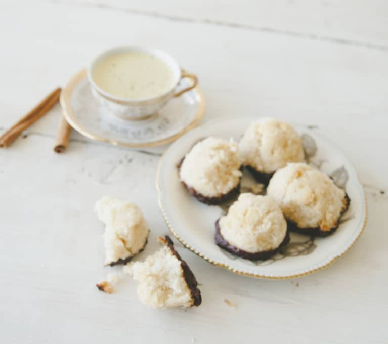 Chocolaty Coconut Macaroons That Replace Sugar With Maple Syrup