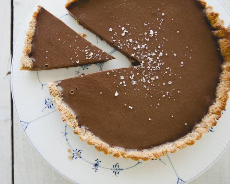 Celebrate Mom With This Refined-Sugar-Free Chocolate Ganache Tart