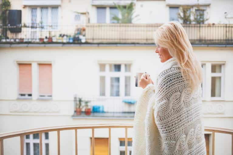 4 Natural Remedies Parisian Women Swear By For Spring Colds