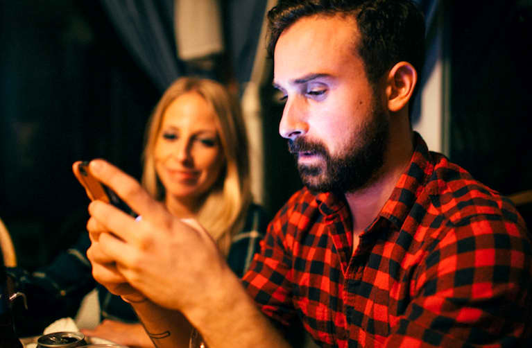 3 Signs Technology Is Ruining Your Relationship