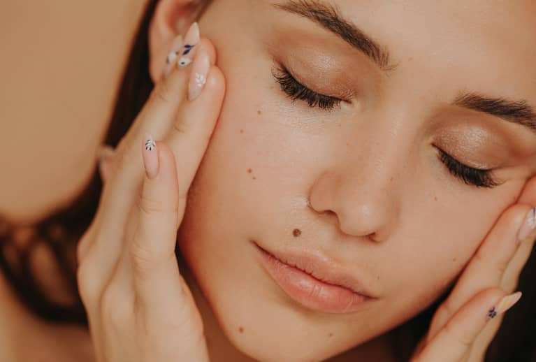 These Blackhead Look-Alikes Are Hard To Treat, So We Asked Derms For 5 Tips