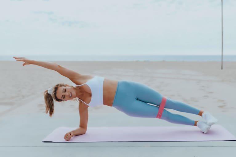 How To Do Side Plank Crunches To Fire Up Your Core (& Whole Body, TBH)