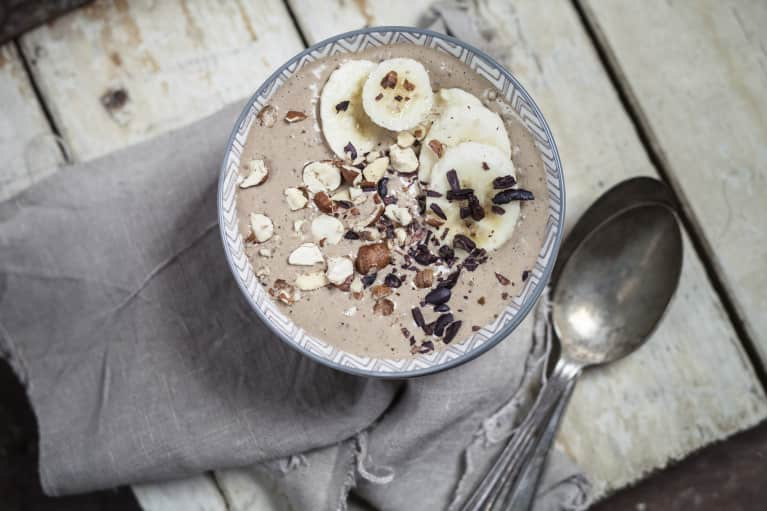 An Energizing Morning Smoothie (That'll Actually Keep You Going Until Lunch)