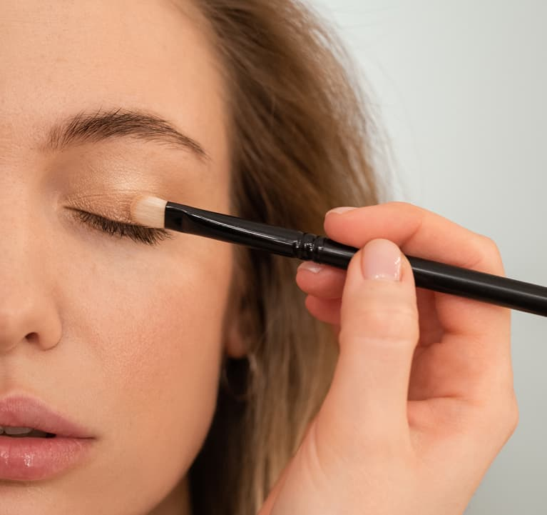 """This """"toasting"""" technique can help your eyeshadow look 10x more natural"""