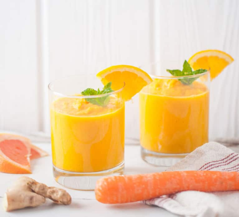 Bounce Back From The Weekend With This Turmeric Smoothie