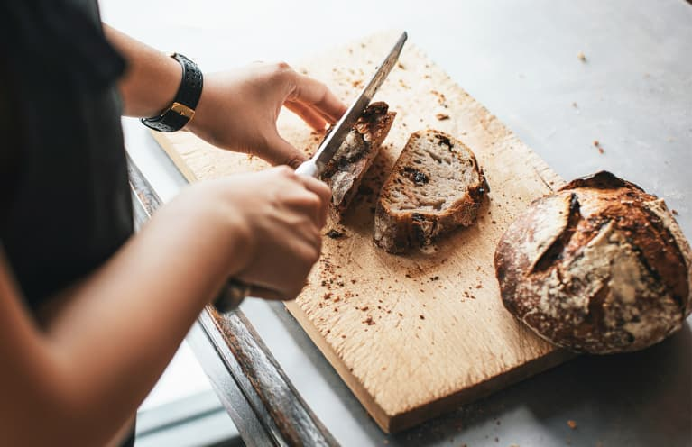 TK Smart Tips On How To Keep Your Wood Cutting Boards Smelling Fresh (And Not Like Garlic)