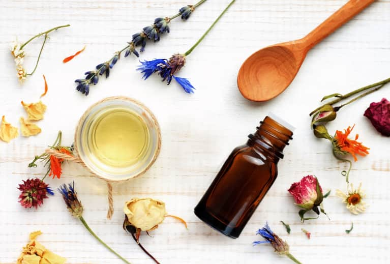 Get To Know Yourself + Manifest What You Need With These 5 Essential Oils
