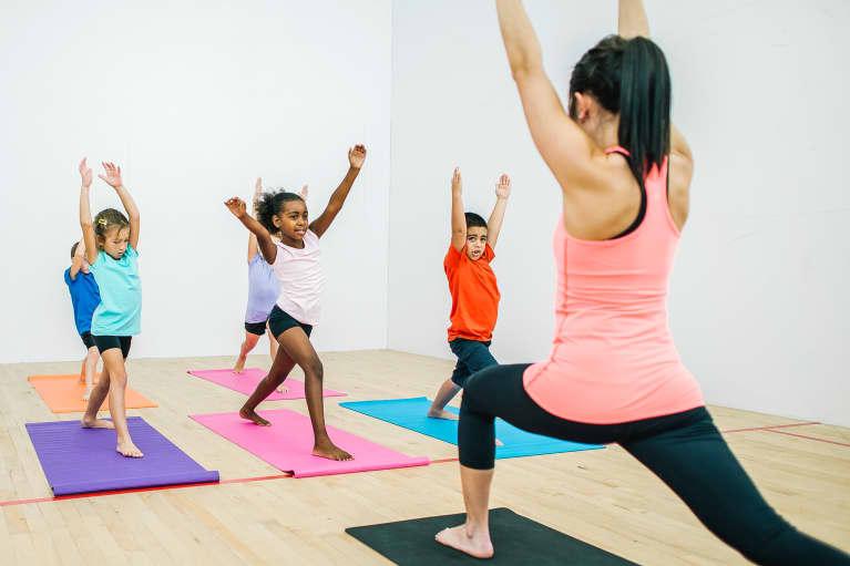 教孩子瑜伽以帮助他们克服创伤:欢迎来到和平战士项目