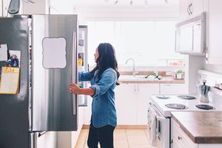你应该用8种方法用冰箱来节省大量的钱,但不是