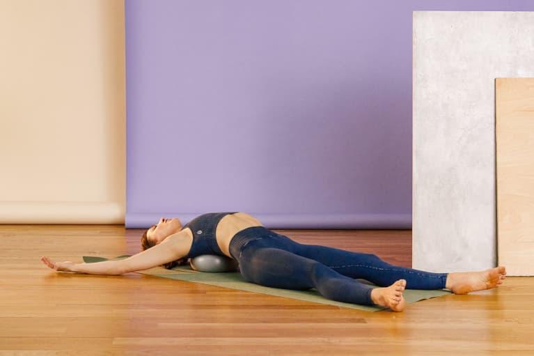 Lia Bartha - Shoulder Stretch with Pilates Ball