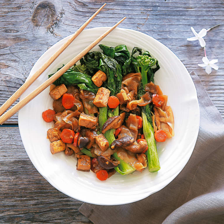 This Vegan & Gluten-Free Pad See Ew Will Satisfy Your Takeout Craving