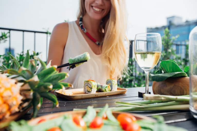 Create Healthier Food Habits In 2 Simple Steps: A Holistic Nutritionist Explains