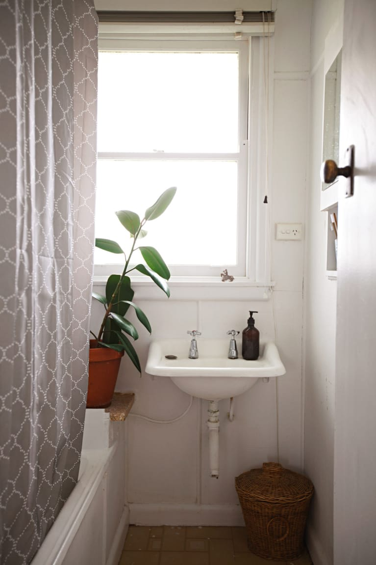 Here's How To Clean Your Bathroom Without Toxins