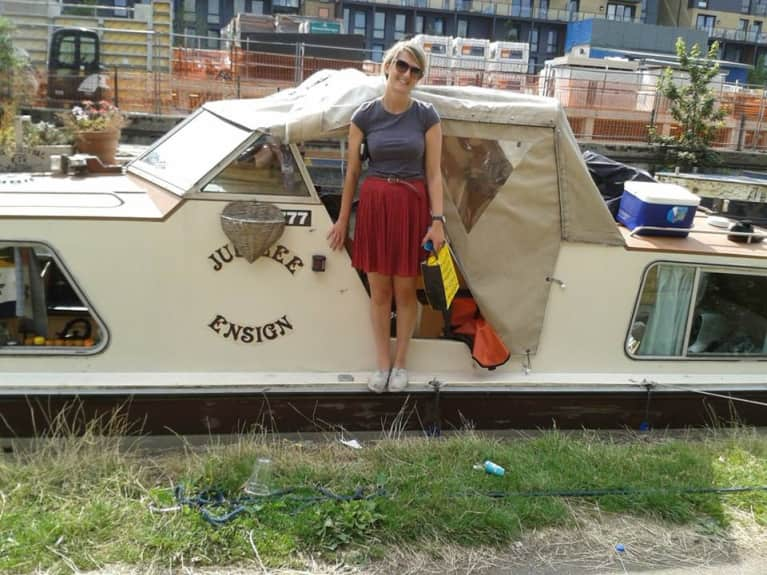 I Live On A Tiny Boat With No Toilet, Shower Or Electricity. Here's What My Life Is Like