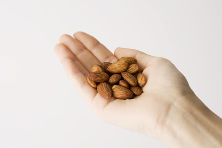 handful of low fodmap almonds