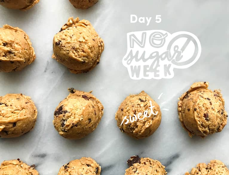 These No-Sugar Chocolate Peanut Butter Balls Will Satisfy All Your Sweet Cravings