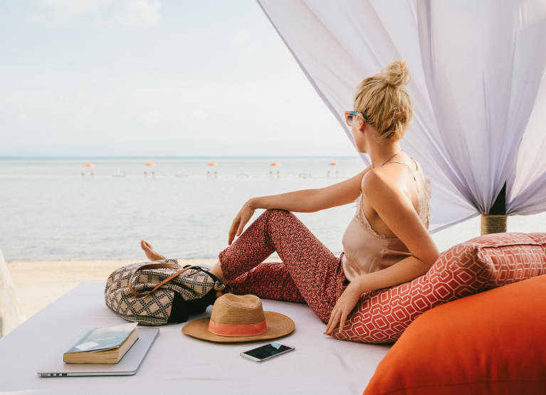5 Expert-Approved Tips So You Can Actually Relax On Vacation