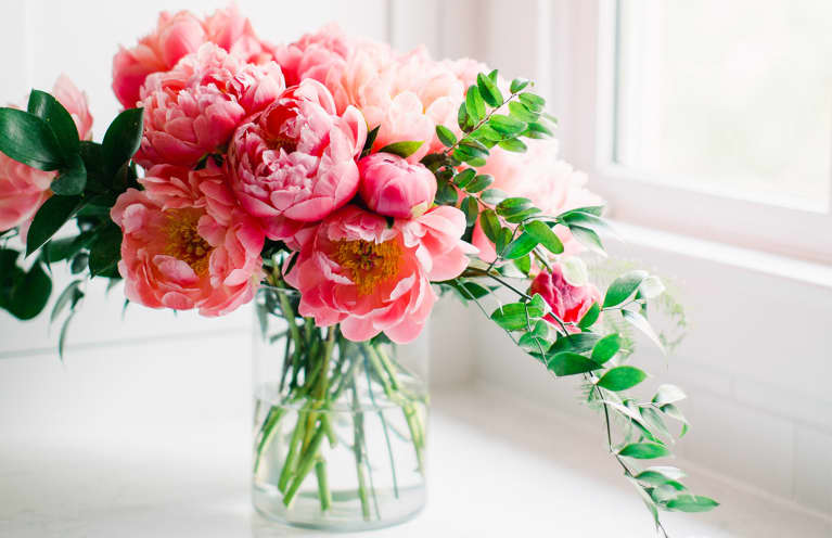 This 2-Second Technique Can Make Your Cut Flowers Last For Weeks