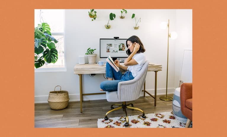 How One Minimalist-Leaning Entrepreneur Keeps Her WFH Space Functional & Focused