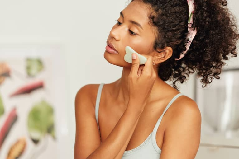 Should You Gua Sha In The Morning Or At Night? A TCM Expert Explains
