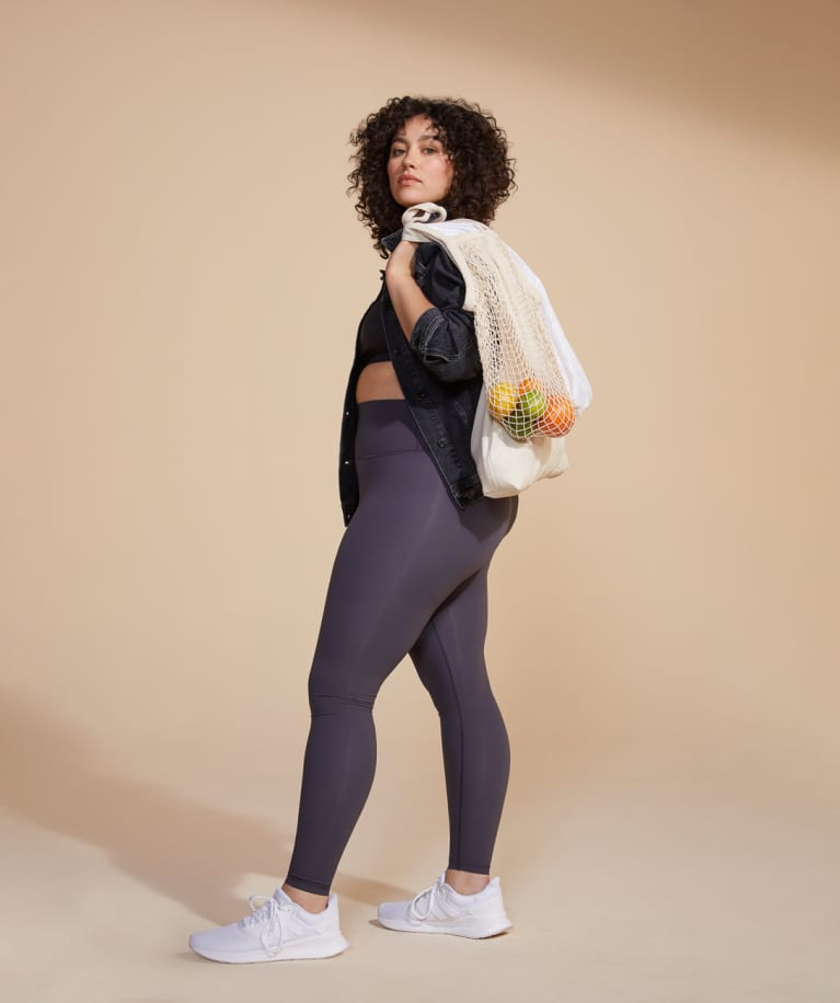 Everlane Introduces New Sustainable Leggings in 2020