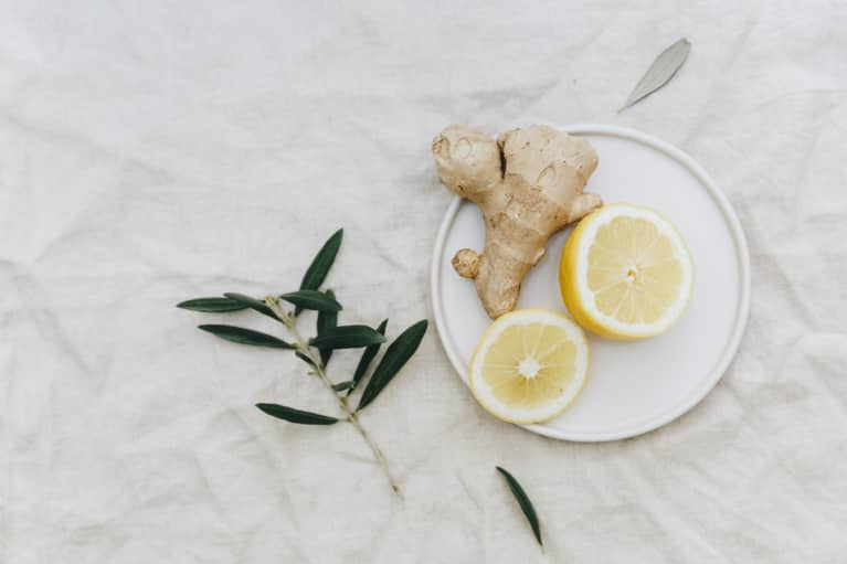 7 Ways To Reap Ginger's Stomach-Soothing, Pain-Relieving Benefits