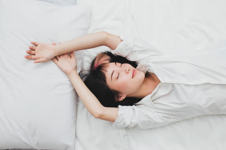 5 Beginner Meditations To Help You Relax & Sleep Better