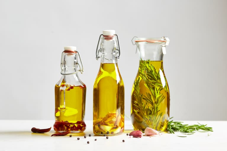This Oil & Veggie Combo May Explain The Mediterranean Diet's Benefits