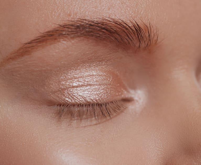 Glossy eyelid