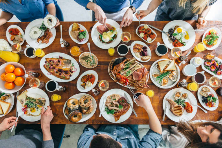 8 Tricks To Avoid Overeating When You're Out With Friends