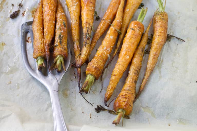 A Roasted Carrot + Tahini Recipe That's Good For Your Gut