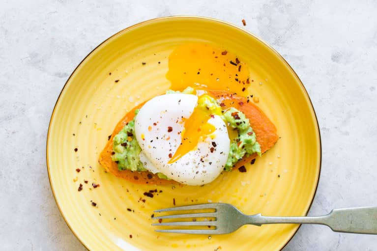These Keto-Friendly Poached Eggs Will Spice Up Your Morning