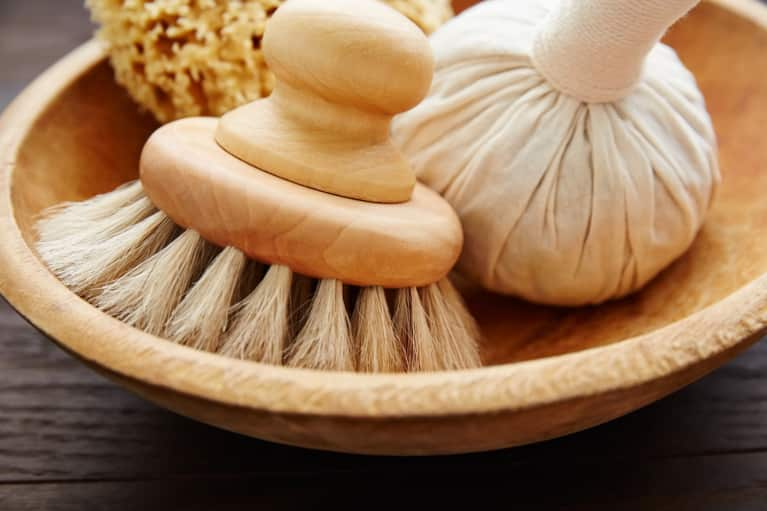 A Step-By-Step Guide To Dry Brushing To Get The Most Benefits For Skin