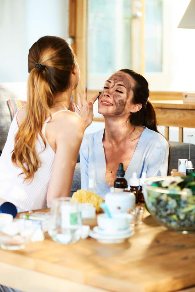 No-Extraction Facials Are Trending. Here, Holistic Estheticians Reveal Why
