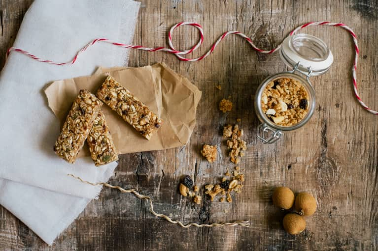 Vegan Peanut Butter + Cranberry Protein Bars To Power Through Your Afternoon
