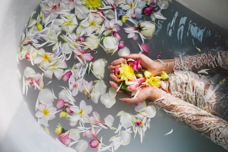How The Scent Of Your Favorite Flowers Can Heighten Your Mind-Body Connection