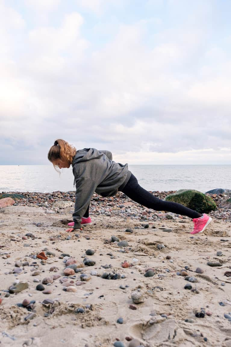 Here's How You Should Actually Warm Up Before Your Run